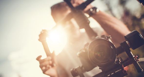 Persona manejando cámara