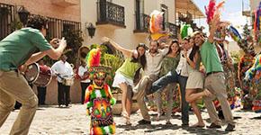Turistas posando para fotografía