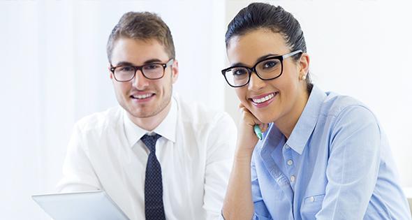 Personas Sonriendo en oficina