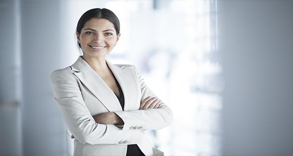Mujer ejecutiva sonriendo