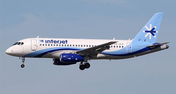 Avión interjet en el aire